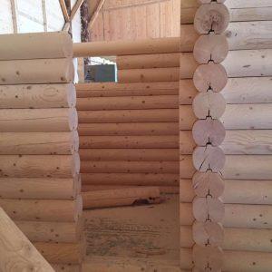 casa romaneasca din lemn